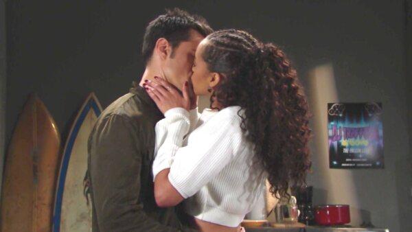 A Beautiful, Thomas bacia a sorpresa Zoe